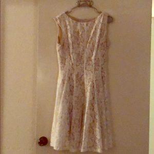 Knee length sleeveless lace dress